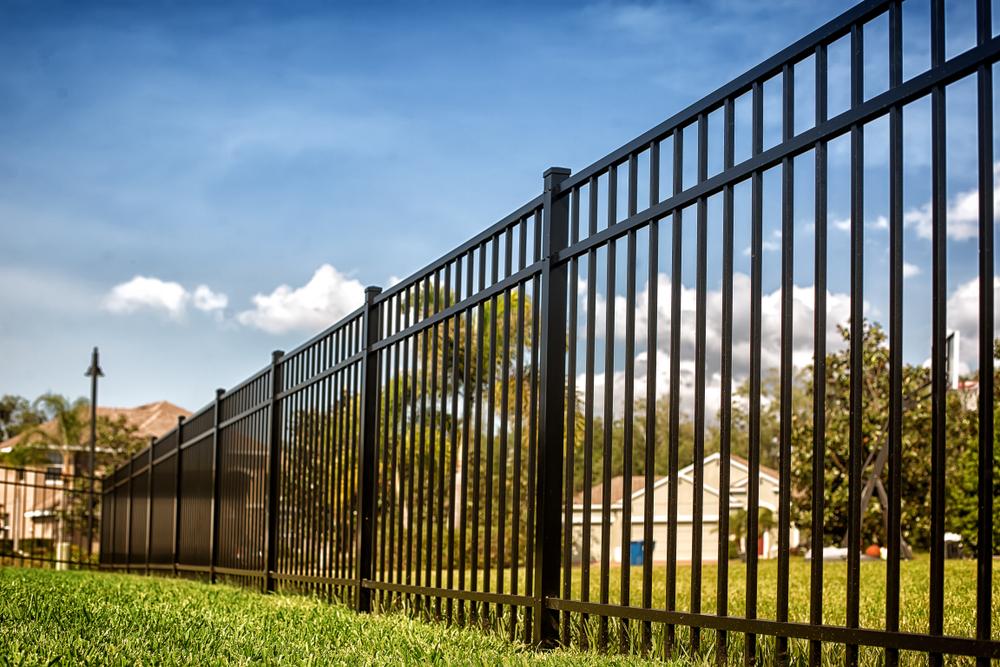 portail et clôture en métal